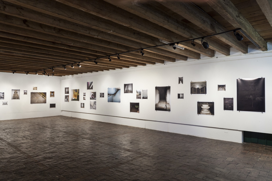 10dads-suicide-2007-2011_installation-view